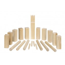 Kubb, chess-playing viking wood in a small format