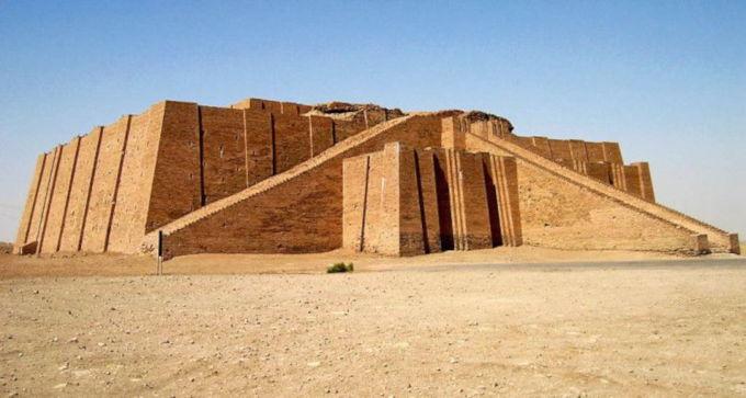 Boba X ziggurat inspiré par le célébre temple de mésopotamie