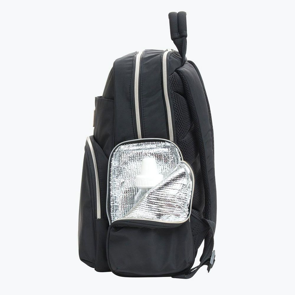 c876a2c4b53 Pockets insulative on the sides of the diaper bag Anywhere I Go Black