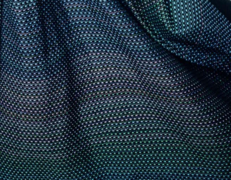 détail du tissu Little pearl chameleon