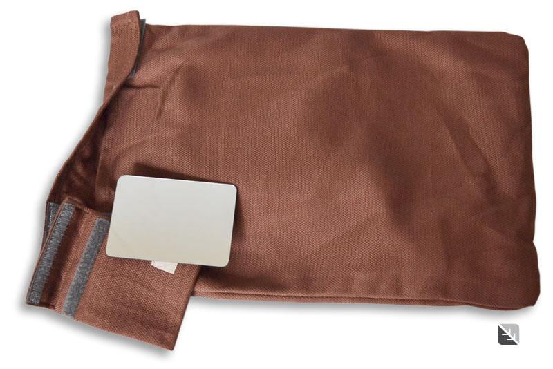 Le sac de rangement et le miroir LLA Babysize chocolate
