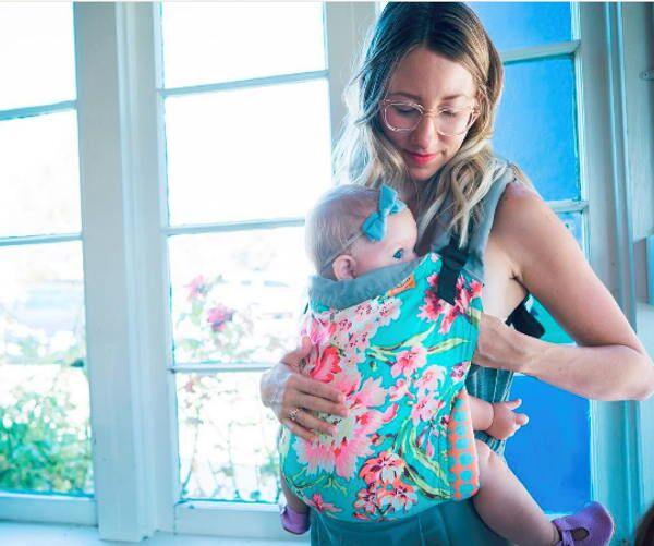 Allaiter bébé avec un Tula standard
