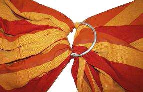 l'echarpe storchenwiege repasse à present dans un anneau