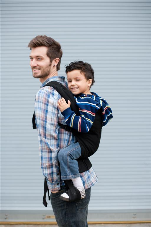 Choisir un porte b b pour un bambin tpl moms - Porte bebe babybjorn a partir de quel age ...